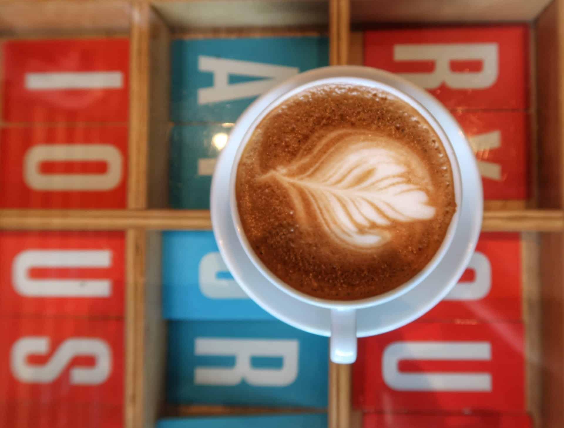 Cafe latte på Maison Marou