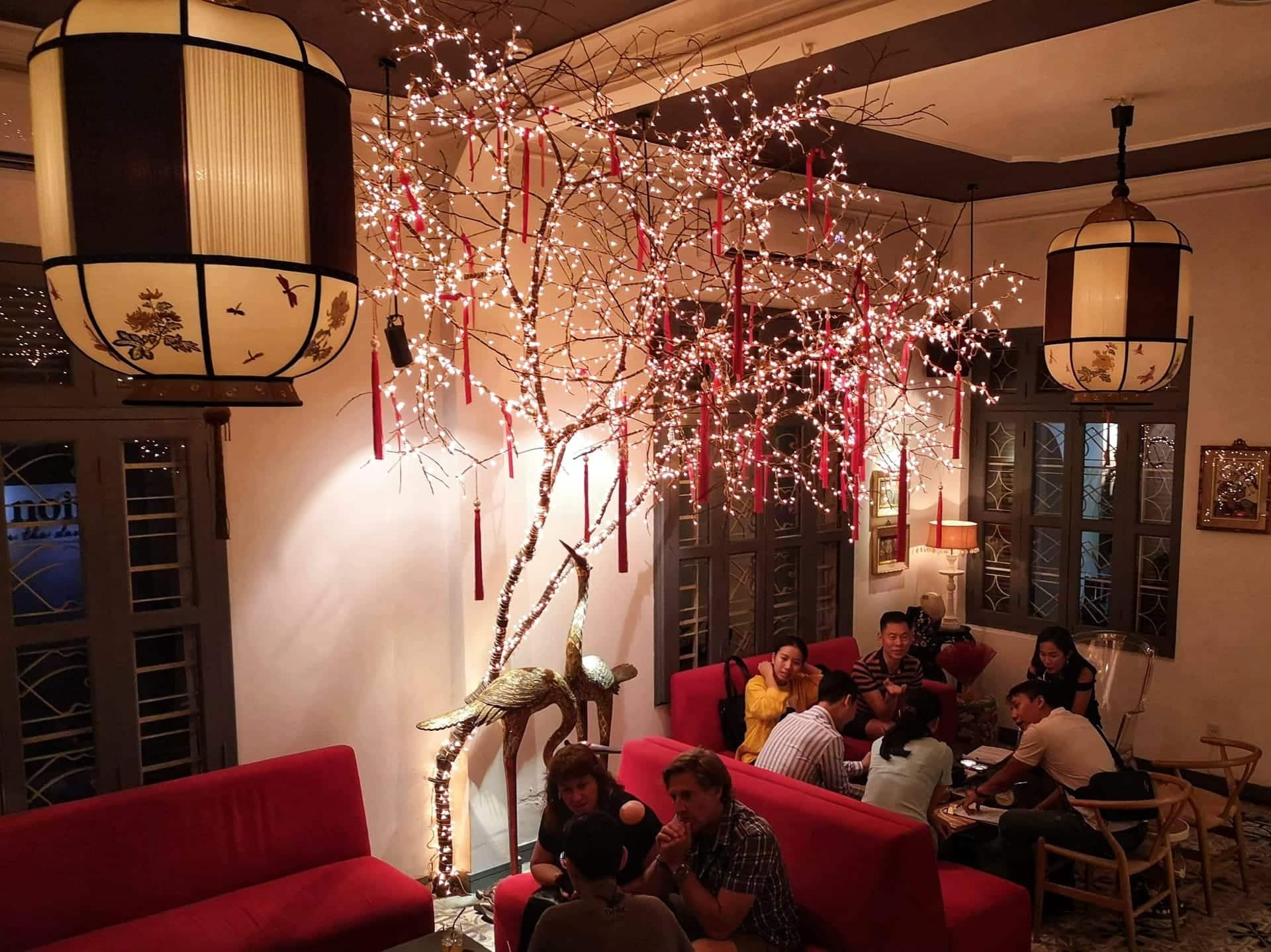 Lounge på noir restaurant dining in the dark