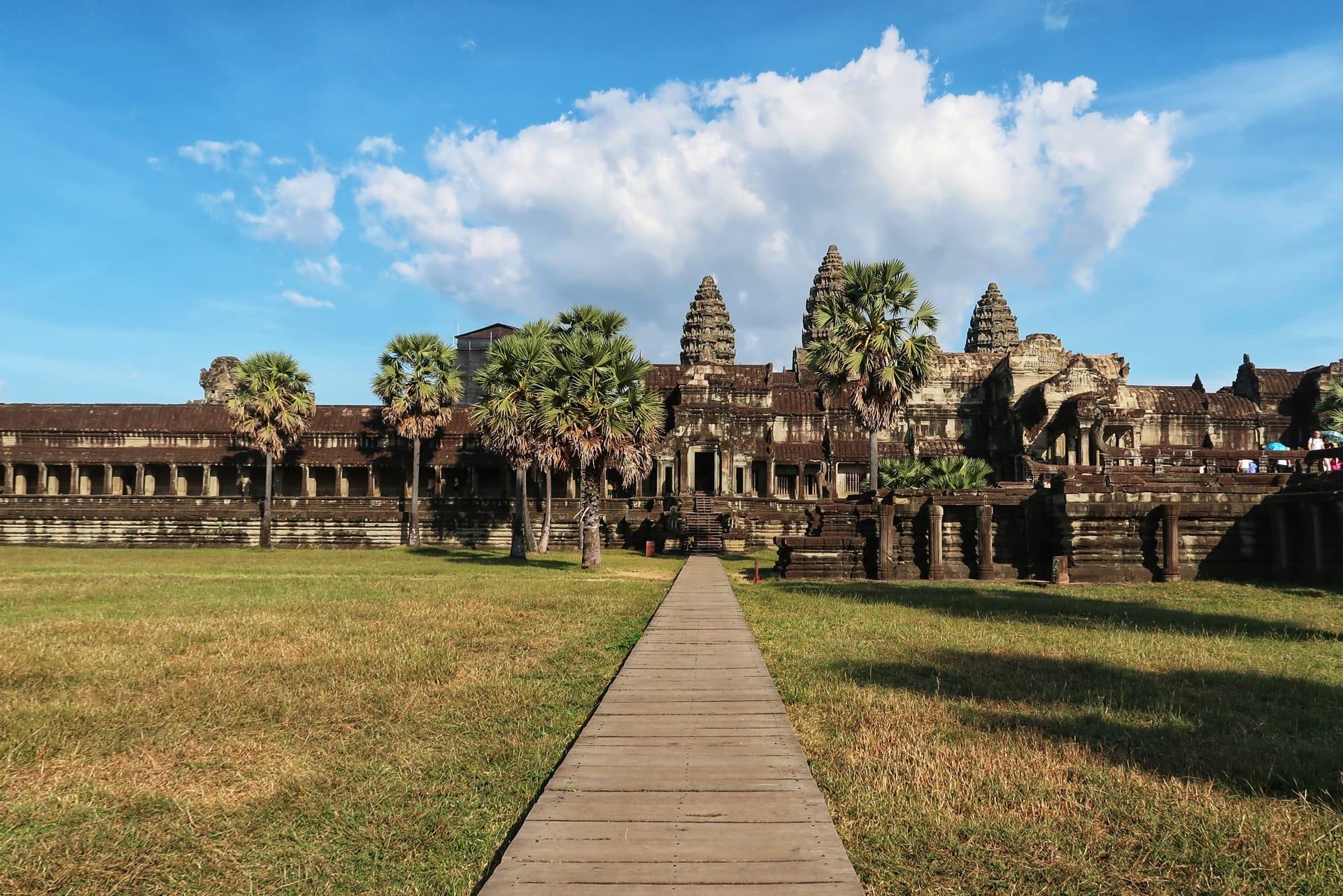 Det store Angkor Wat tempel udefra
