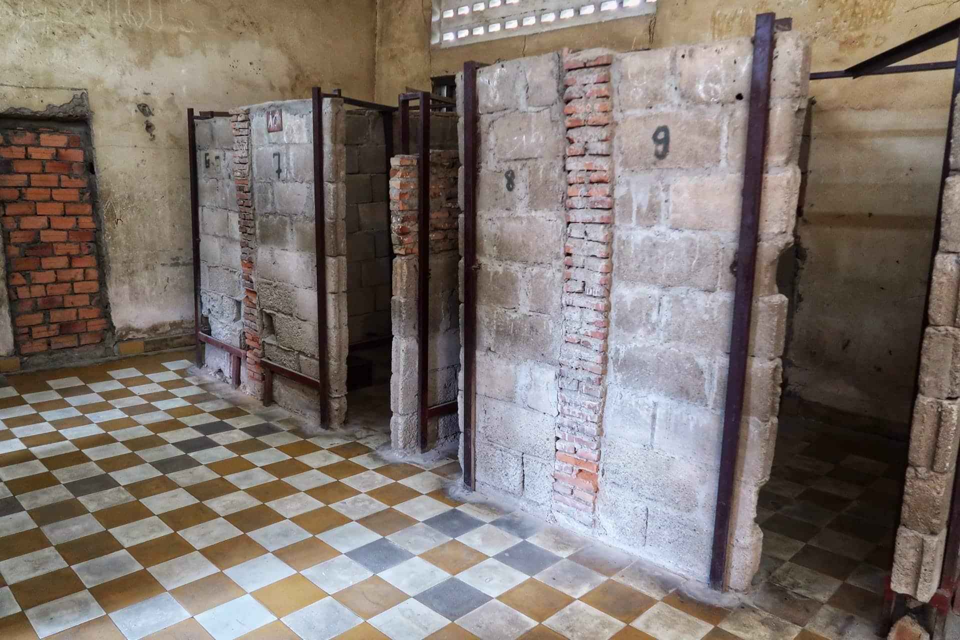Indefra S21 fængslet