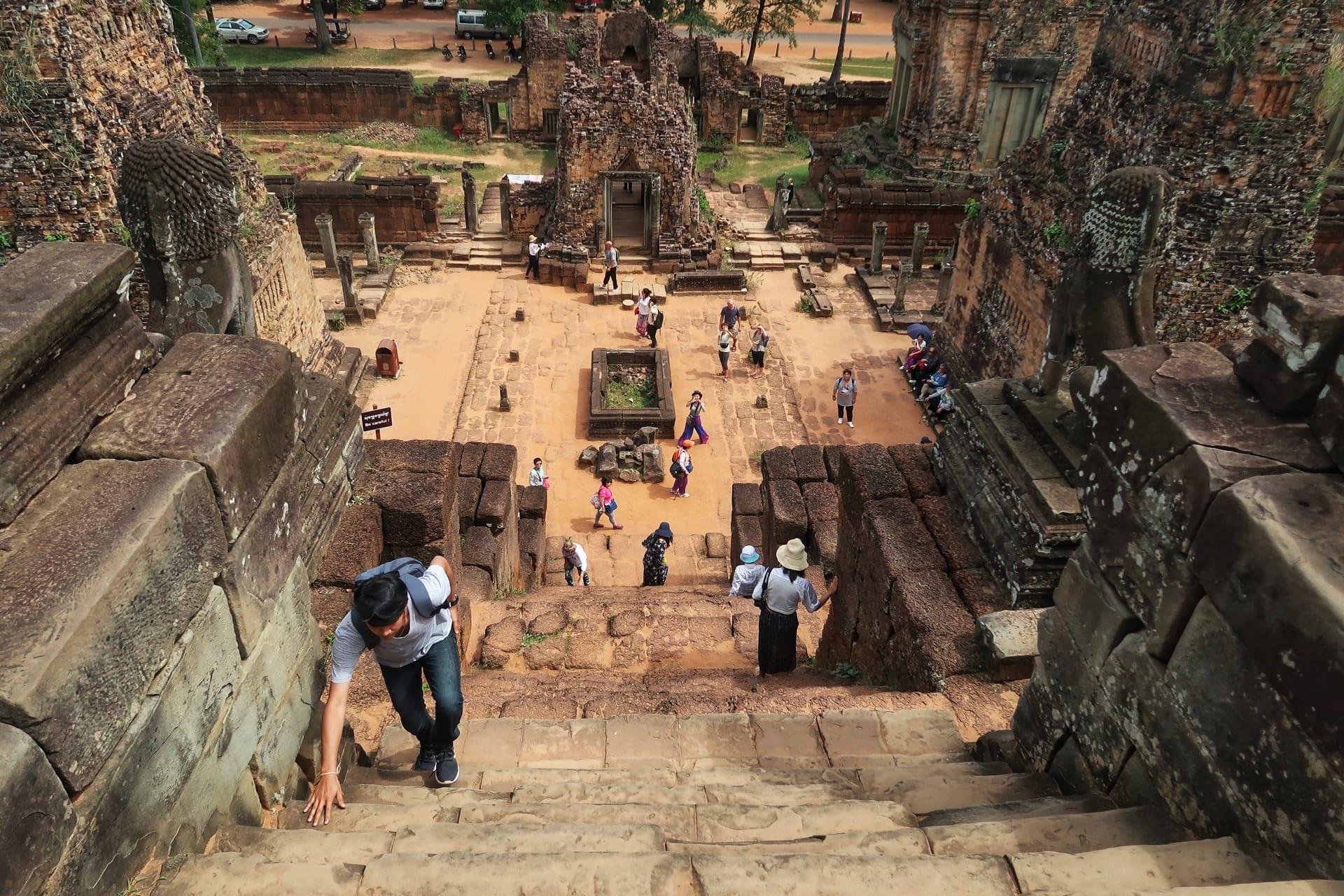 Templerne er høje og trapperne er stejle