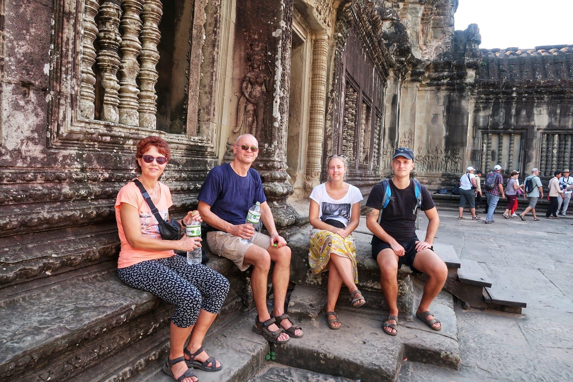 VI holder pause inden i Angkor Wat
